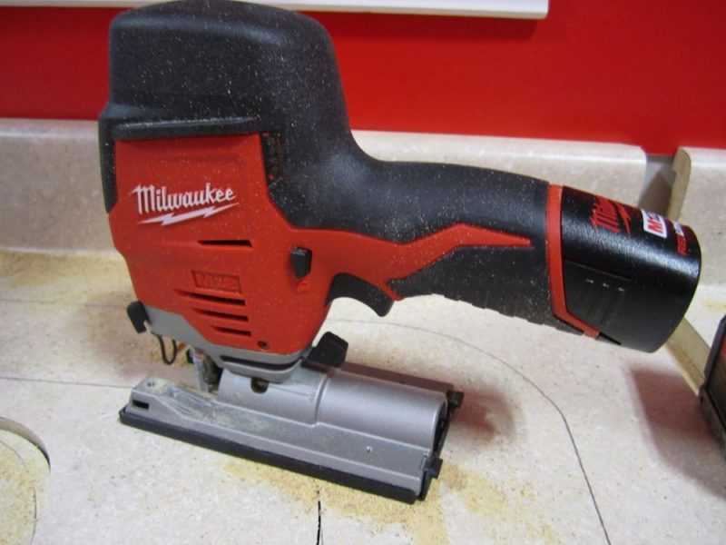 milwaukee-cordless-jig-saw-sink