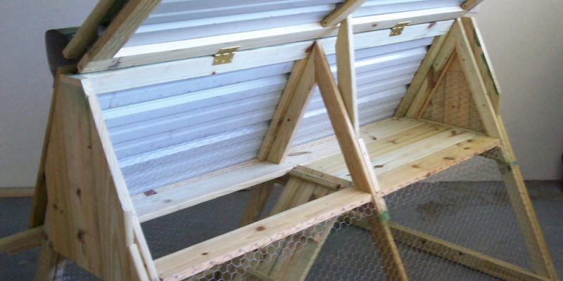 How to build a chicken coop that 39 s portable for Diy portable chicken coop