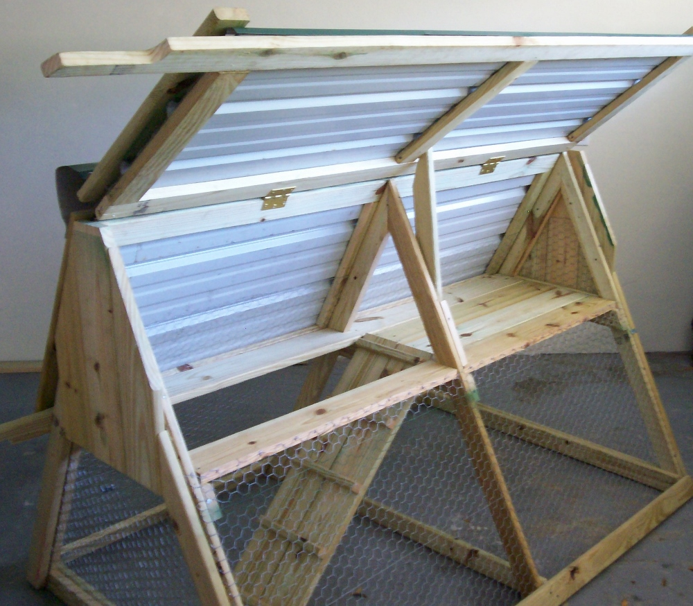 How to build a chicken coop that 39 s portable for Diy movable chicken coop