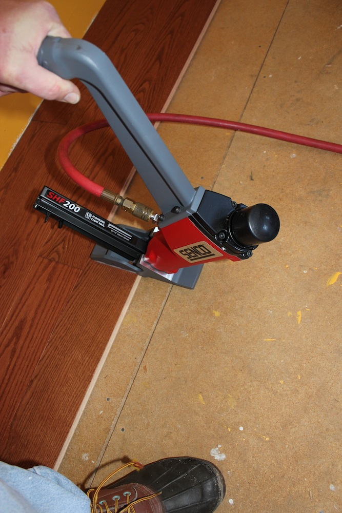 Hardwood floor gauge floor nailer for bamboo for Wood floor nails or staples