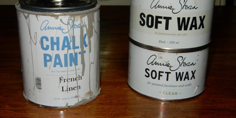 Kitchen Table Facelift – Refinishing with Chalk Paint