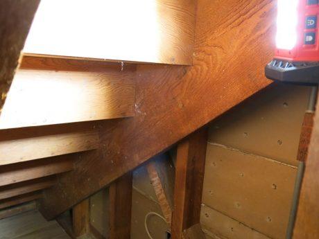Milwaukee-M18-LED-Flood-Light-Stairs