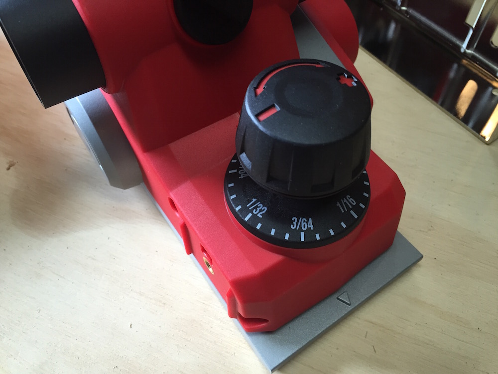 The M18 planer features a nice, accurate depth adjustment knob.