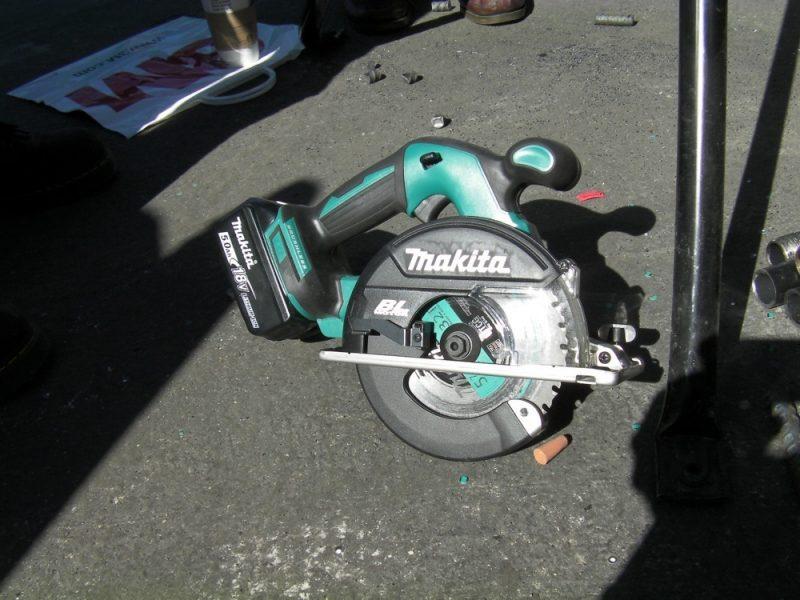Makita XSC02 metal saw
