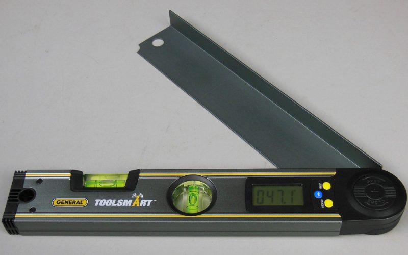 Digital angle finder
