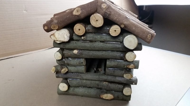 End view of birdhouse