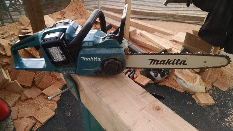 Makita battery powered chain saw