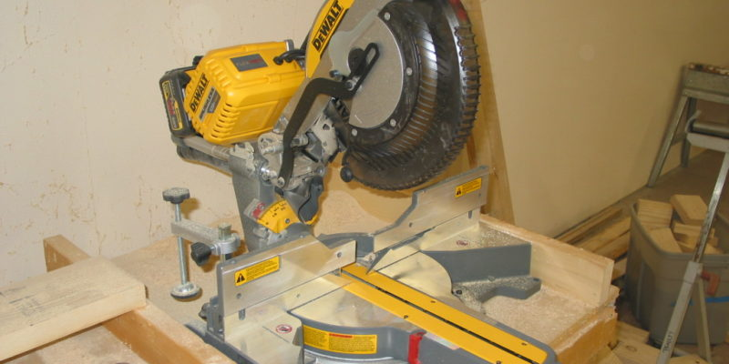 Dewalt flexvolt miter saw dewalt flexes their pecs with this dewalt flexes their pecs with the new flexvolt sliding compound miter saw greentooth Image collections
