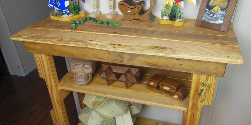 Pallet Wood Hall Table - An Easy DIY Reclaimed Wood ...