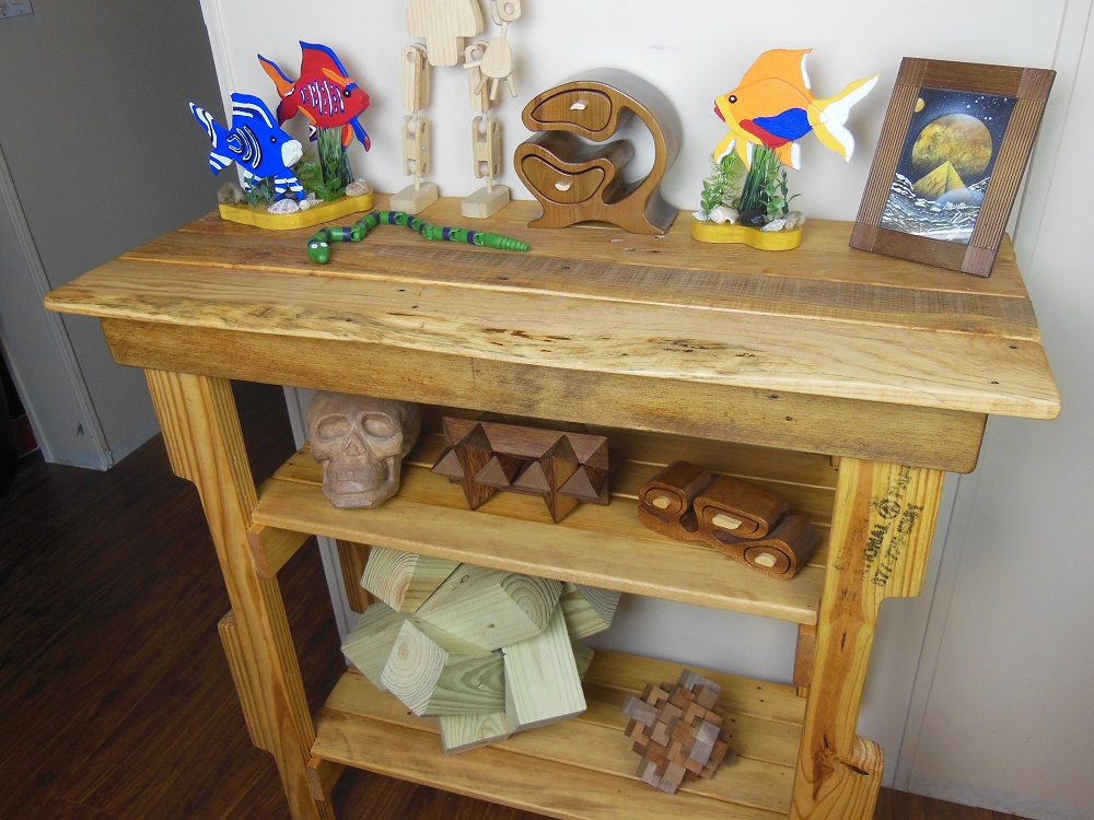 Make Your Own Pallet Wood Hall Table - An Easy Upcycling Project
