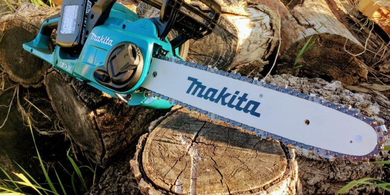 Makita cordless chainsaw review the lxt x2 with 36 volts of juice doubling down on outdoor tools part 2 the makita lxt 18v x2 chainsaw greentooth Choice Image