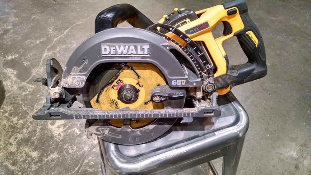 blade-left cordless circular saw