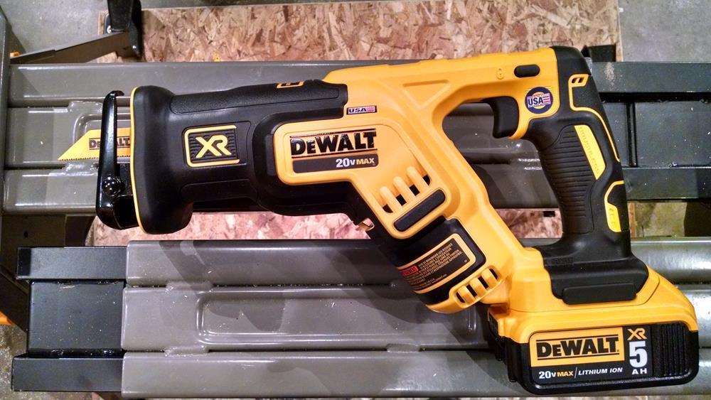 compact cordless reciprocating saw