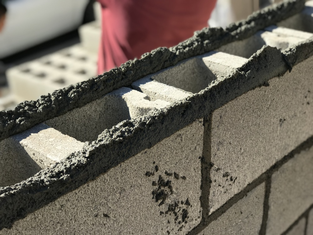 How to Build a Concrete Block Wall - Part 2 - Home Fixated