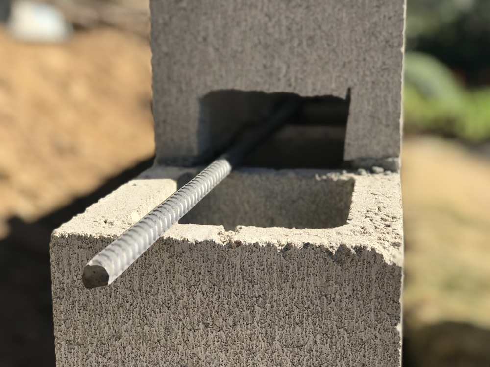 how to build a concrete block wall with rebar