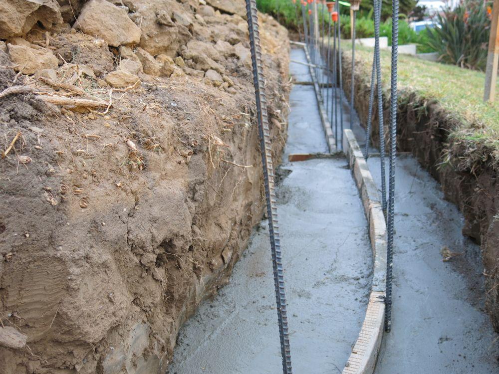 Deck blocks vs concrete footings deck canadian footings for Precast basement walls vs poured