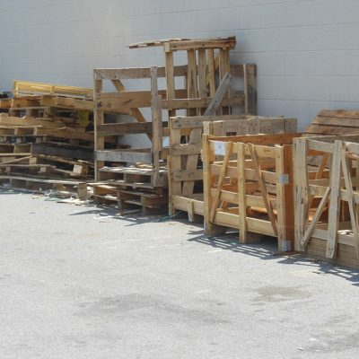 How To (Safely) Harvest Pallet Wood For Your Projects