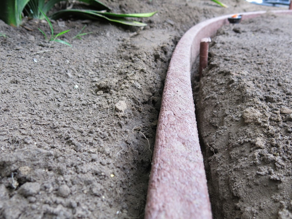 Bender Board Edging for your Lawn and Garden - How to