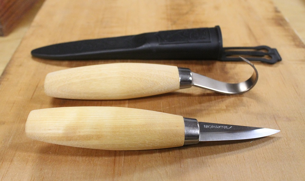 Spoon carving with the morakniv woodcarving set and
