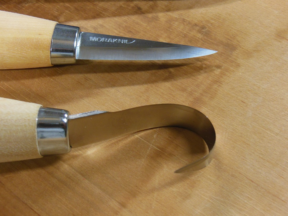 Spoon carving with the morakniv woodcarving set and hook knife