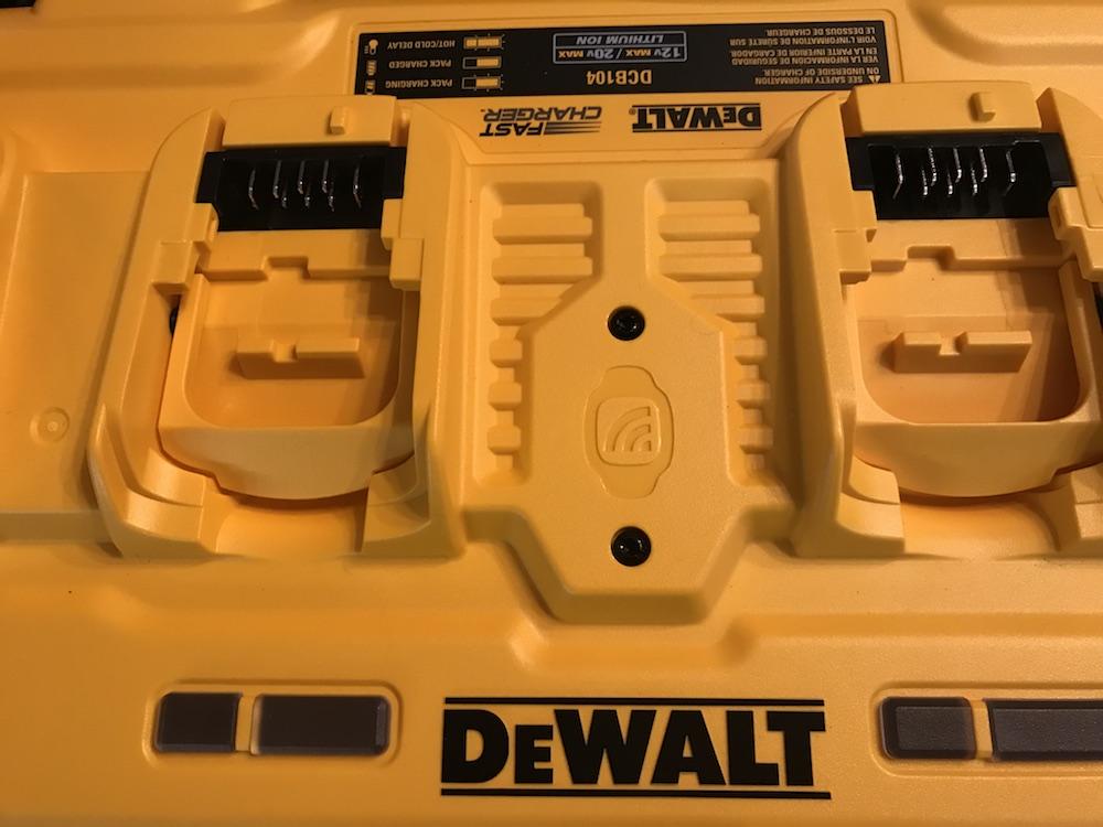 DeWalt DCB104