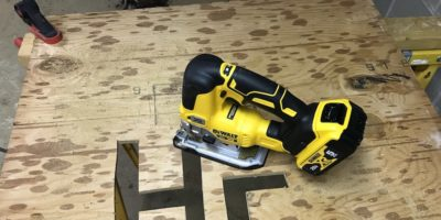 DeWalt DCS334 Cordless Jigsaw Review – Grab D Handle And Go For A Scroll