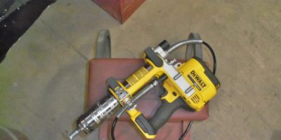 DeWalt 20-Volt Max Cordless Grease Gun – a Smooth Operator