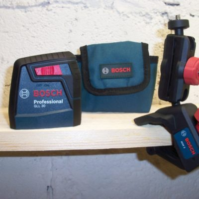 Bosch GLL 30 S Self-Leveling Cross-Line Laser Kit is Picture Perfect