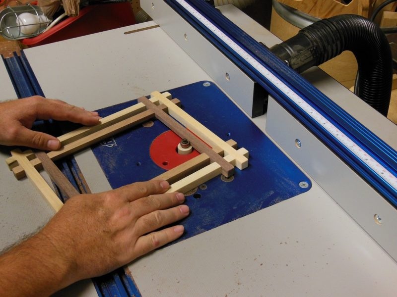 Routing the no miter picture frame.