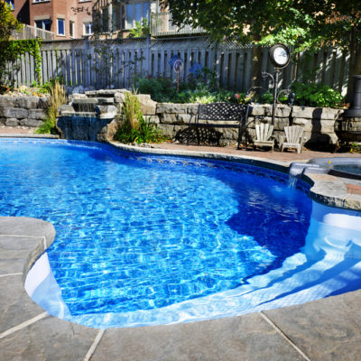 Saltwater Pools vs Chlorine Pools – Pros and Cons