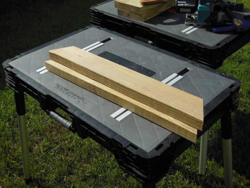 Outer table supports.