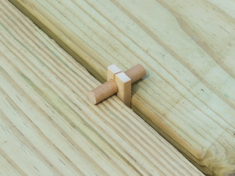 Table slats with spacers