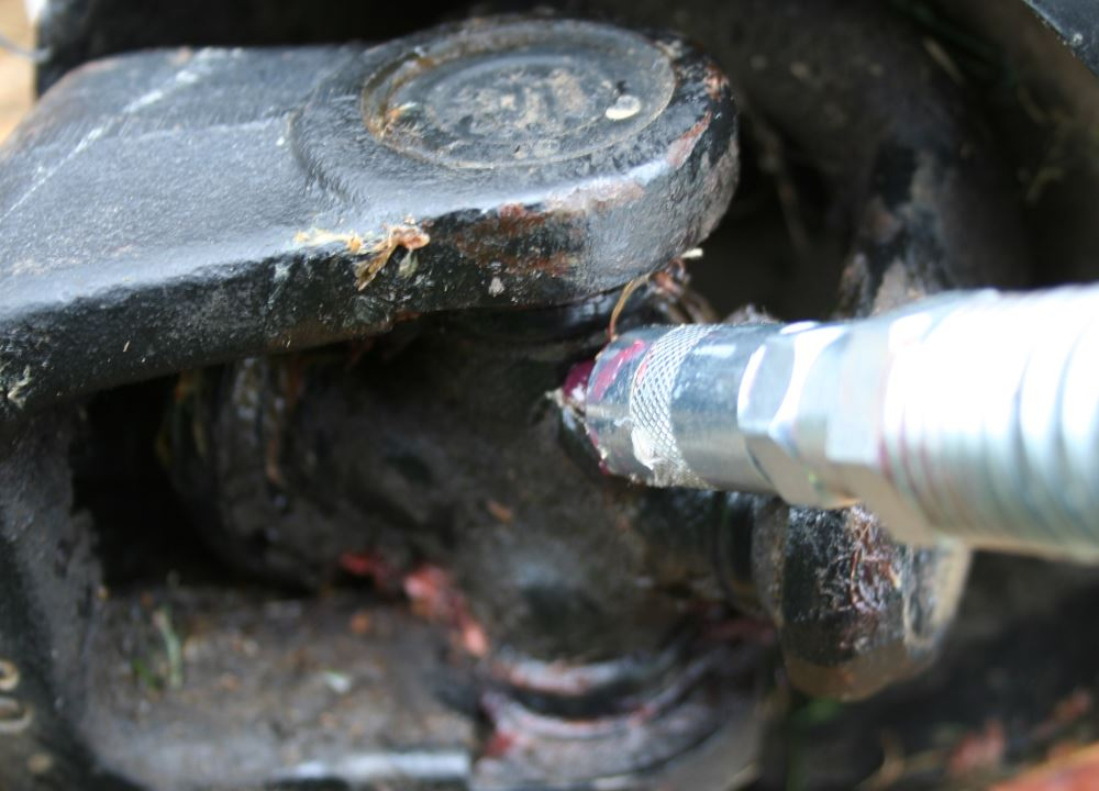 Applying grease to the universal joint