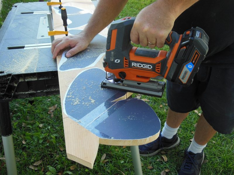 Cutting wings with the Ridgid R8832 jig saw.