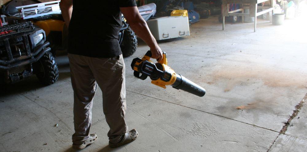 dewalt flexvolt blower clearing the shop