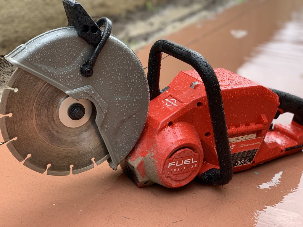 "Milwaukee 9"" Cut Off Saw - Cordless Cutting Wet or Dry"