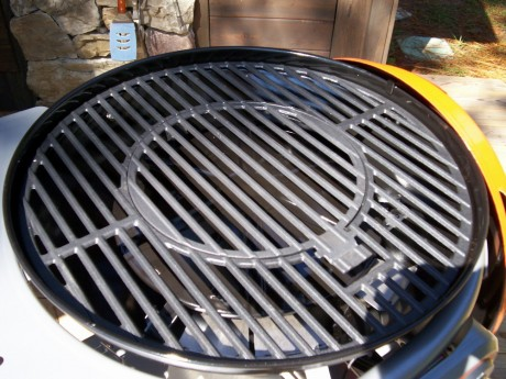 Interchangeable insert makes it easy to cook anything on the grill