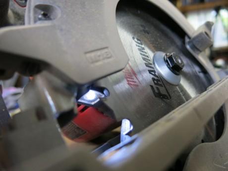 milwaukee-m18-fuel-circular-saw-led